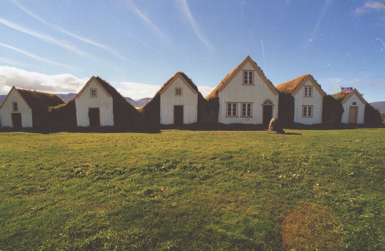 Icelandic-countryside-houses-grass