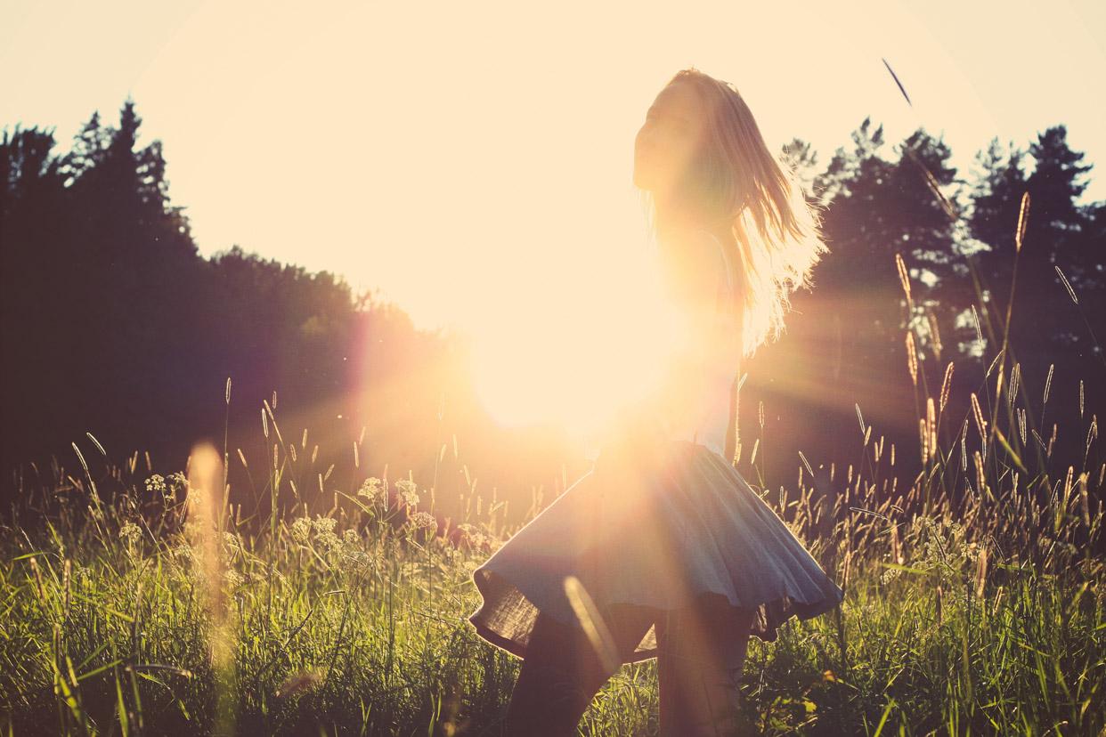 trust-your-heart-inner-wisdom-girl-field