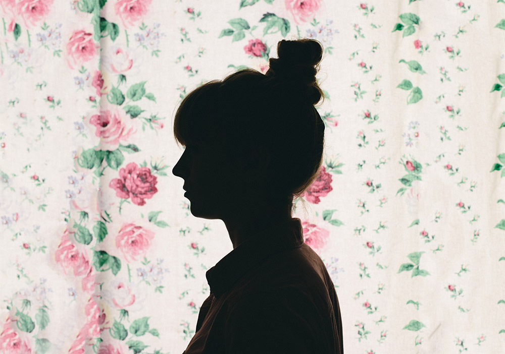 negative-thoughts-girl-profile-flowers