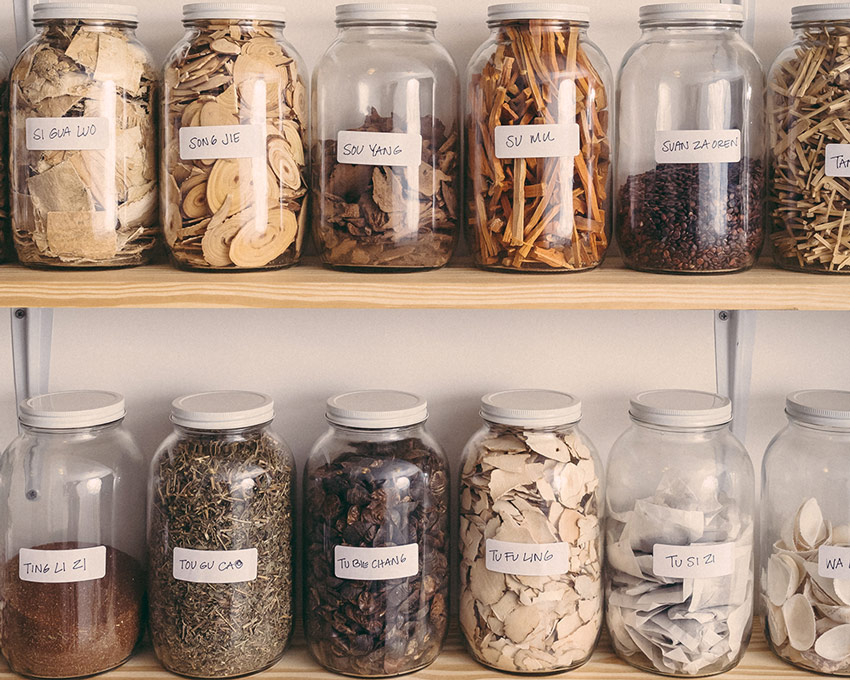chinese-herbs-in-jars
