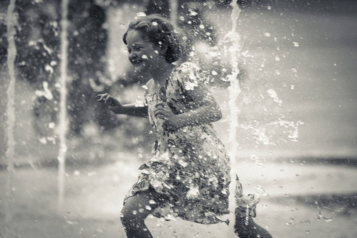 Girl-Water-Joy-Frederic-Mancosu