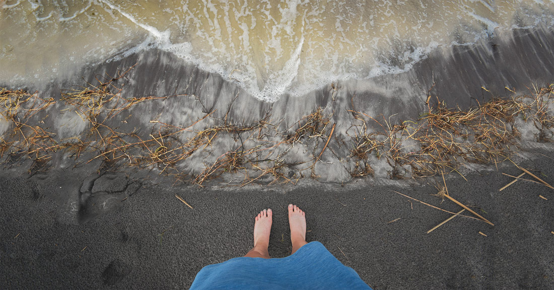 The Incredible Health Benefits of Walking Barefoot Daily